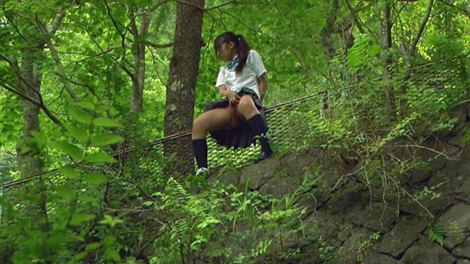 【マジキチ】高低差5m以上の高所から放尿してるまんさんのマジキチ画像よ、集まれwwwwwwwwwwww(画像あり)・5枚目