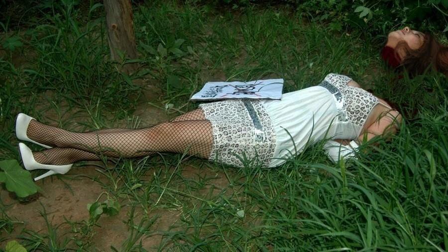 【※グロ注意】首チョンパされた女の全裸画像を貼ってくスレ・・・勃起したヤツすぐに病院行けよwwwww・12枚目