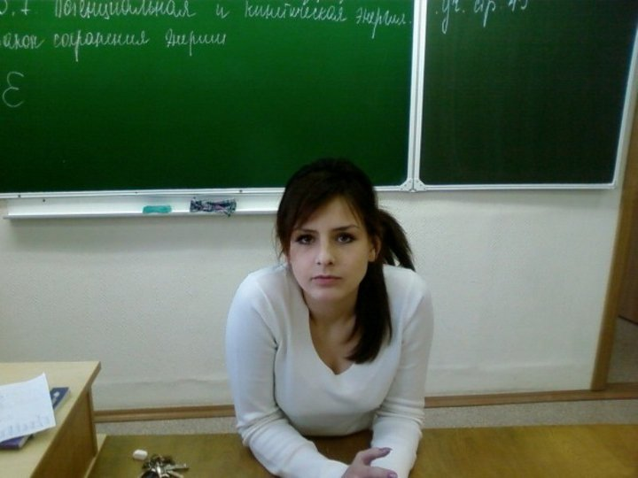 【エロ画像】父親をメロメロにするロシアの女教師マジで恐ロシアwwwwwwwwwwwwwwwwwwww・14枚目