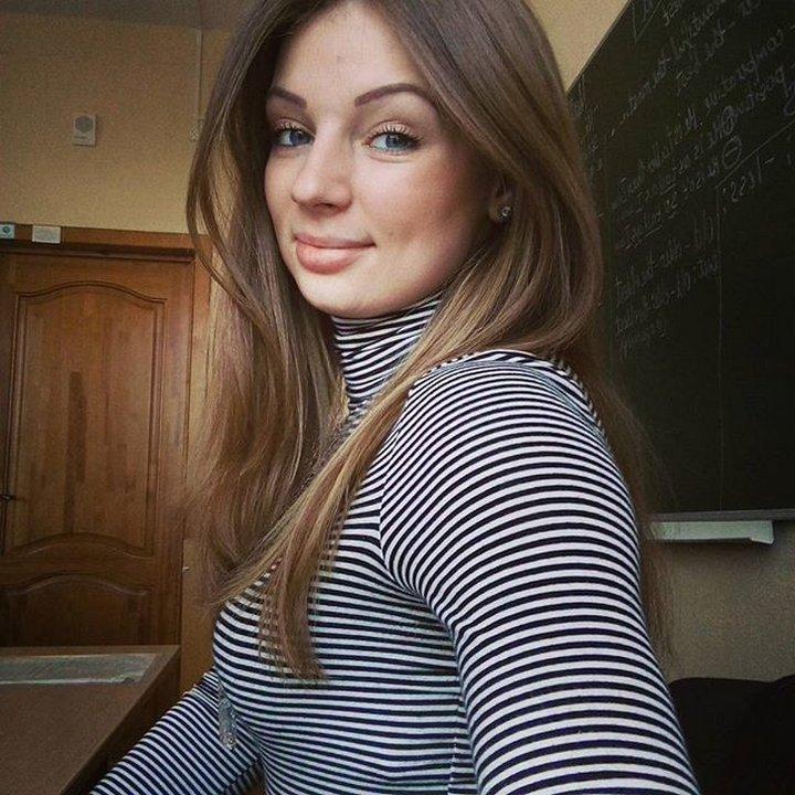 【エロ画像】父親をメロメロにするロシアの女教師マジで恐ロシアwwwwwwwwwwwwwwwwwwww・15枚目