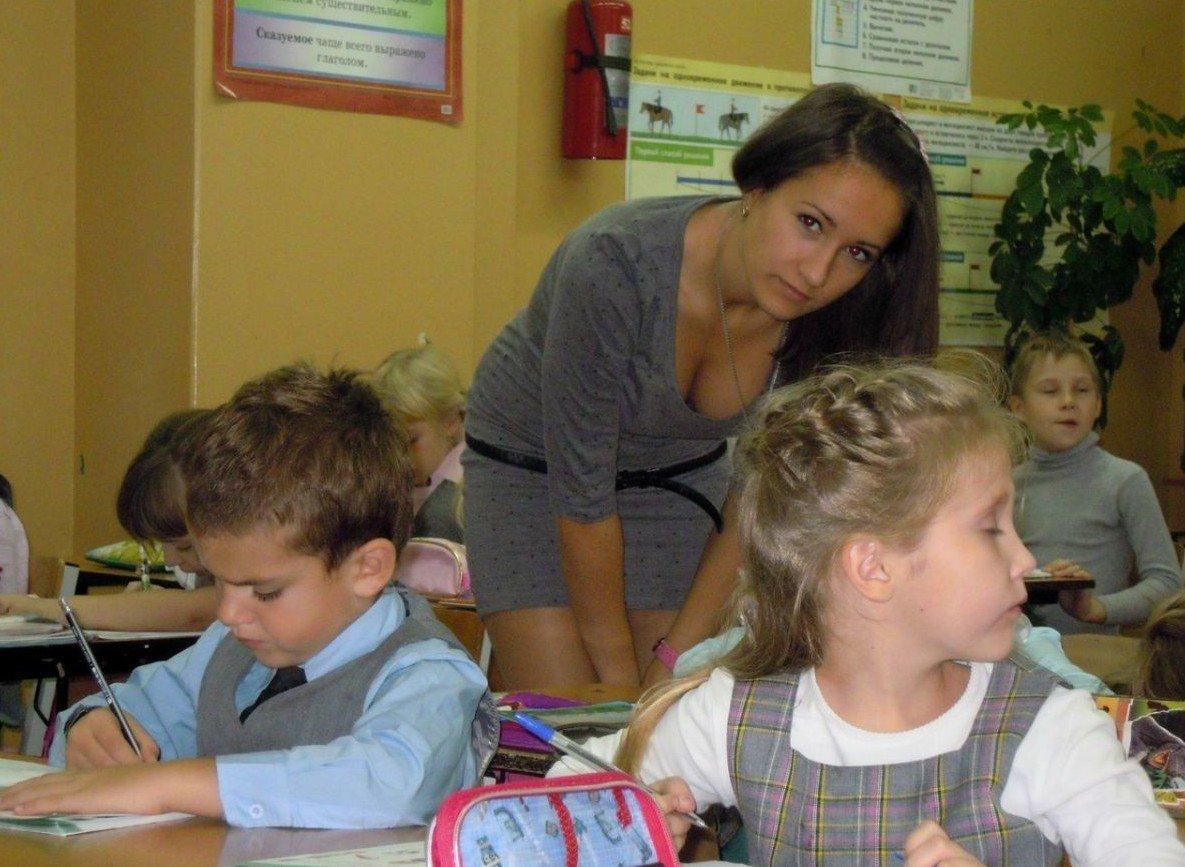 【エロ画像】父親をメロメロにするロシアの女教師マジで恐ロシアwwwwwwwwwwwwwwwwwwww・5枚目
