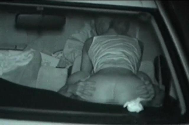 """【悲報】夜中に青姦するバカップル、見事に """" 暗視カメラ """" で撮影されるwwwwwwwwwwwwwww(画像あり)・22枚目"""