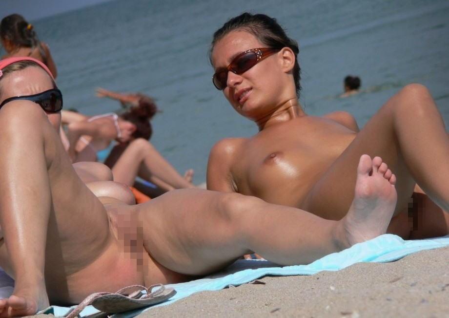 秒殺される自信がある、ヌーディストビーチで女性器を狙った画像集。(画像30枚)・13枚目