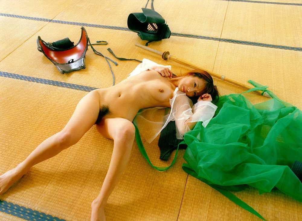 【画像】巨乳の剣道女子が道着を脱ぎ捨てたら・・・(23枚)・12枚目