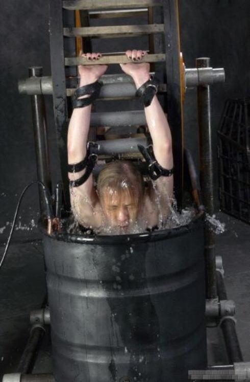 【閲覧注意】「水地獄」とかいうプレイ、、、これは死ぬ。(画像あり)・26枚目
