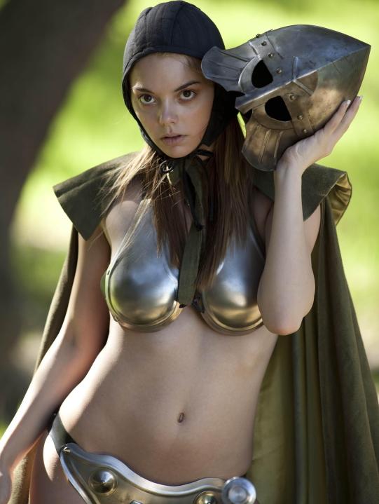 【画像あり】「甲冑ヌード」とかいう甲冑とエロを融合した鎧女をご覧くださいwwwww・4枚目