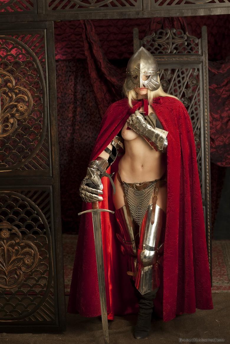 【画像あり】「甲冑ヌード」とかいう甲冑とエロを融合した鎧女をご覧くださいwwwww・23枚目