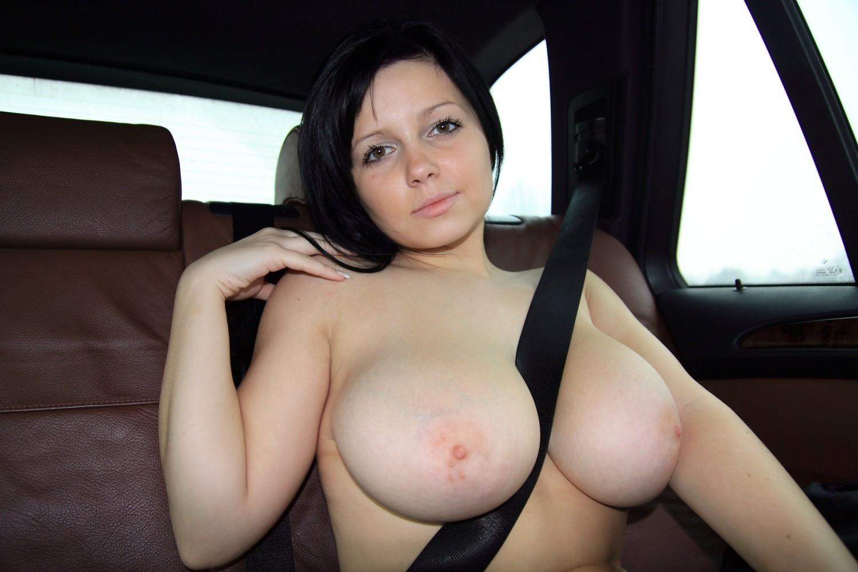 【自信満々】シートベルトで車内パイスラしてるSNS画像集 37枚・6枚目