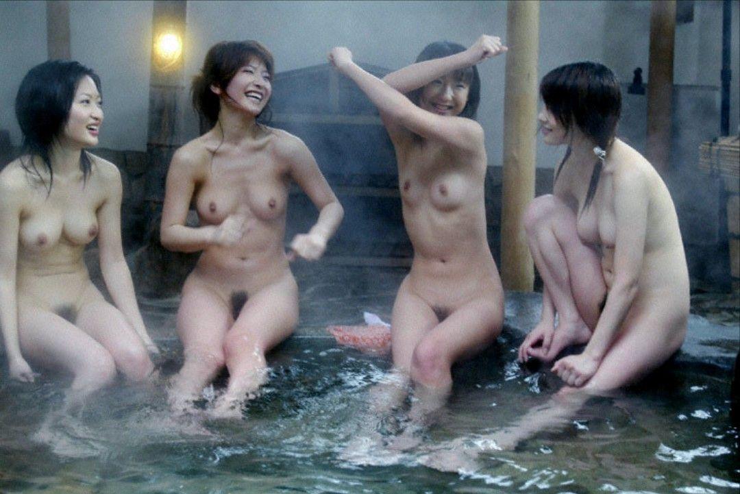 【超チンピク注意】声だけでシコれる露店風呂での女の子たち(画像33枚)・9枚目