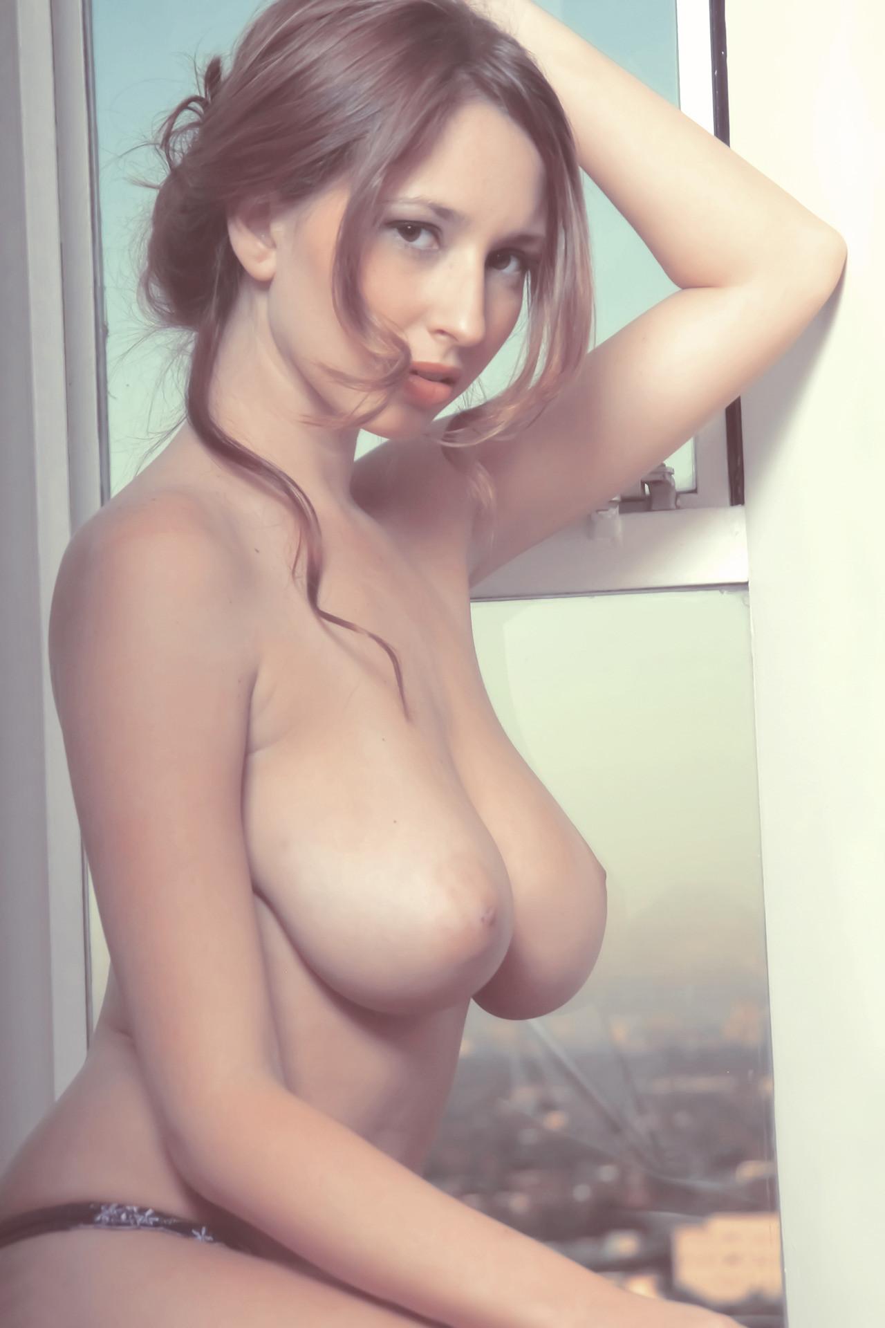 【朗報】ロシアのポルノスター、子どもにしか見えない件。(※画像あり)・32枚目