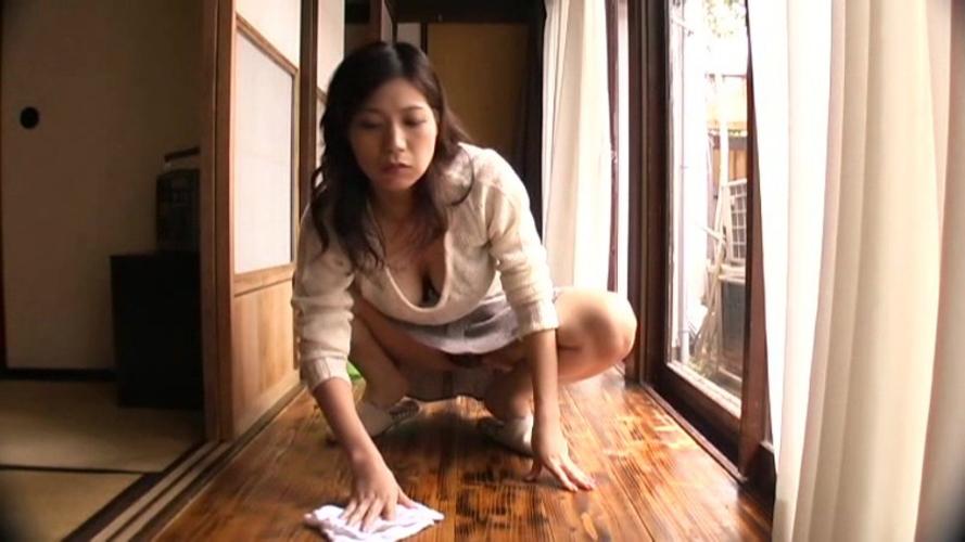 【パンチラ】家事をこなす人妻さんの身体、エッチすぎる画像集 28枚・7枚目