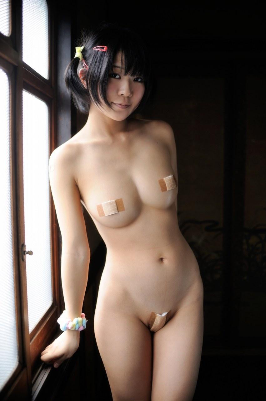 乳首を絆創膏で隠したら大胆になったコスプレーヤーのエロ画像(21枚)・7枚目