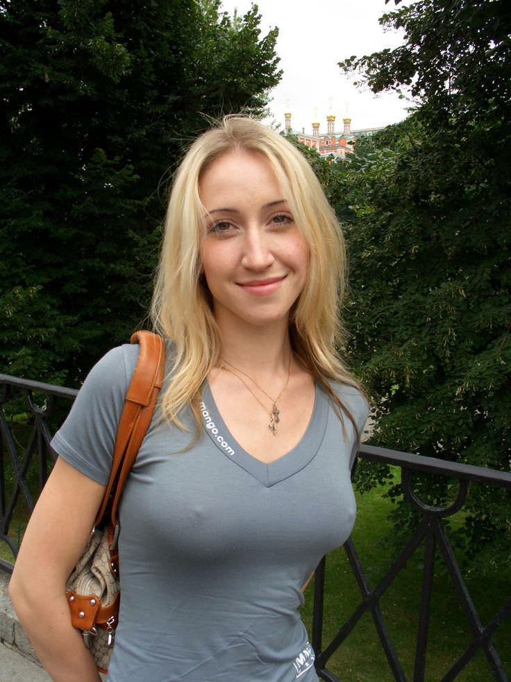 街撮り外国人 乳首ポッチ 画像018