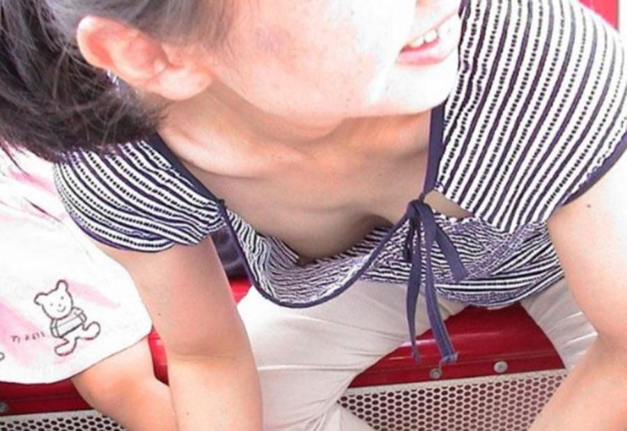 子連れママ おっぱいポロリ 画像003