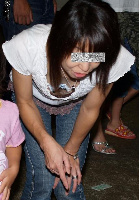 子連れママ おっぱいポロリ 画像017
