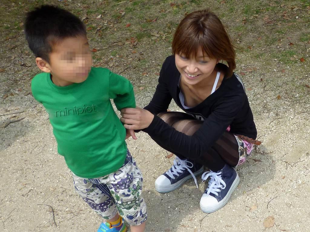 子連れママ おっぱいポロリ 画像028