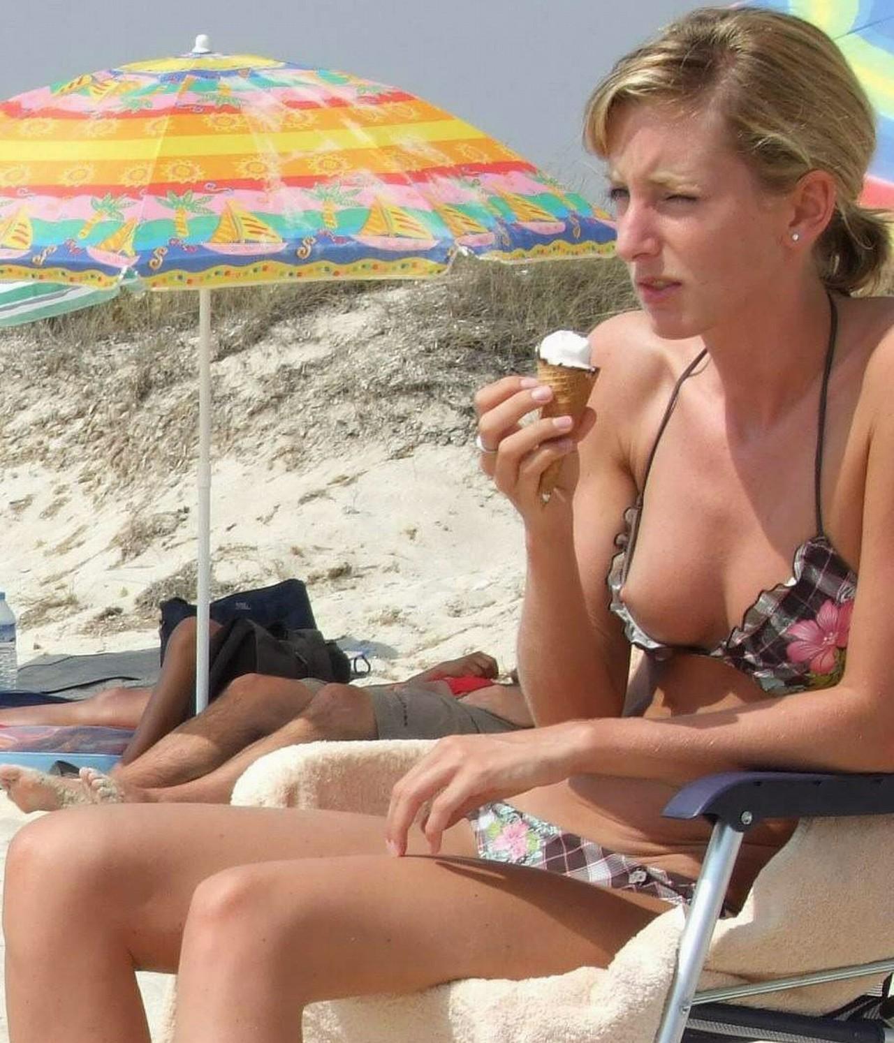 【画像あり】全裸より抜けるビーチでポロリハプニン具wwwwwwwwwww・2枚目