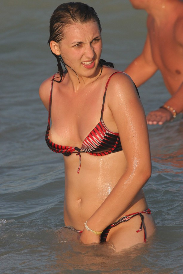 【画像あり】全裸より抜けるビーチでポロリハプニン具wwwwwwwwwww・3枚目