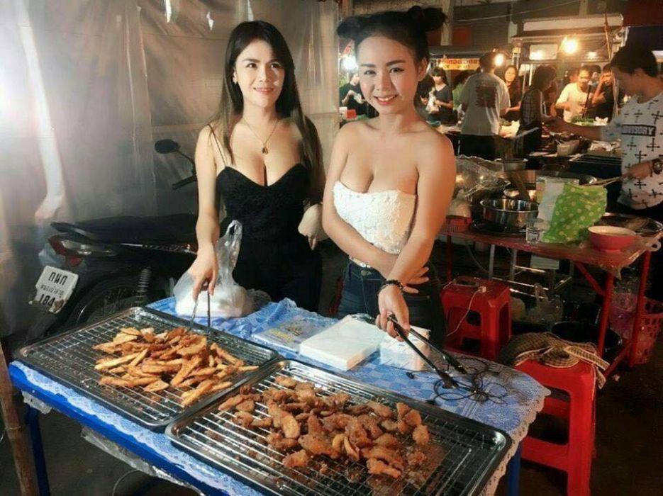【エロ画像】台湾の屋台店員まんさん、売上のために乳見せすぎ問題wwwwwwwwwwwwww・30枚目