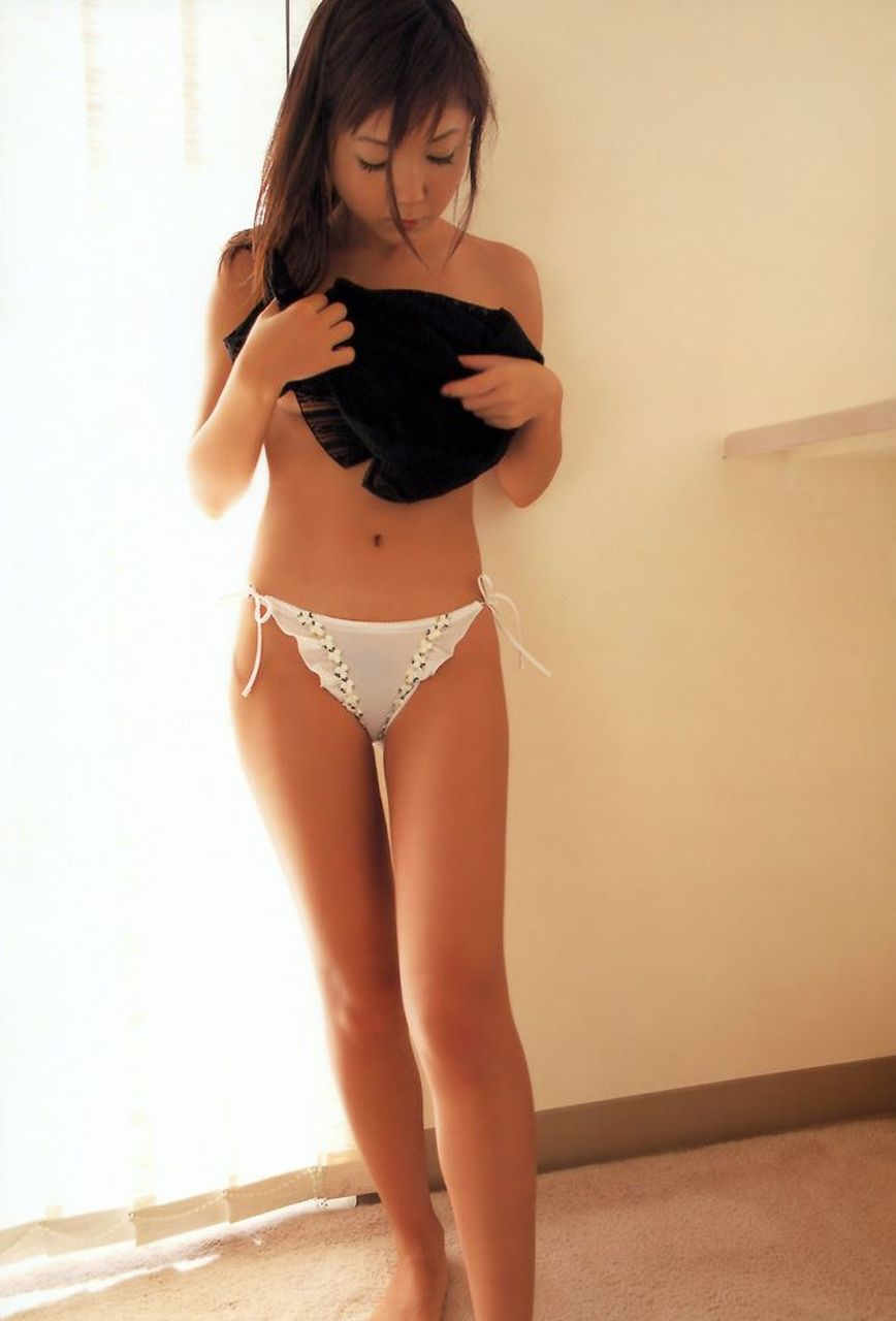 【朗報】くそ姉が履いてた紐パンエロ杉ワロタwwwwwwwwwwwwww(画像35枚)・11枚目