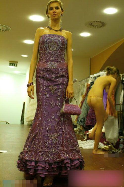 【巨乳あり】ファッションショーの裏側の様子をご覧くださいwwwwwwwwww(画像63枚)・15枚目