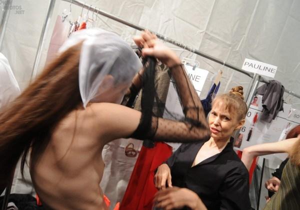 【巨乳あり】ファッションショーの裏側の様子をご覧くださいwwwwwwwwww(画像63枚)・16枚目