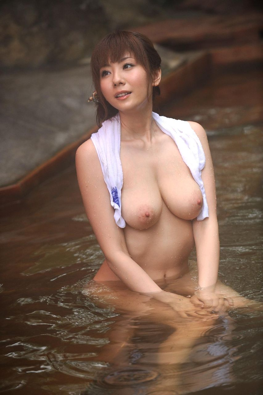露天風呂でチクビをガチで見せてくる人妻さん激写したったwwwwwwwww(34枚)・20枚目