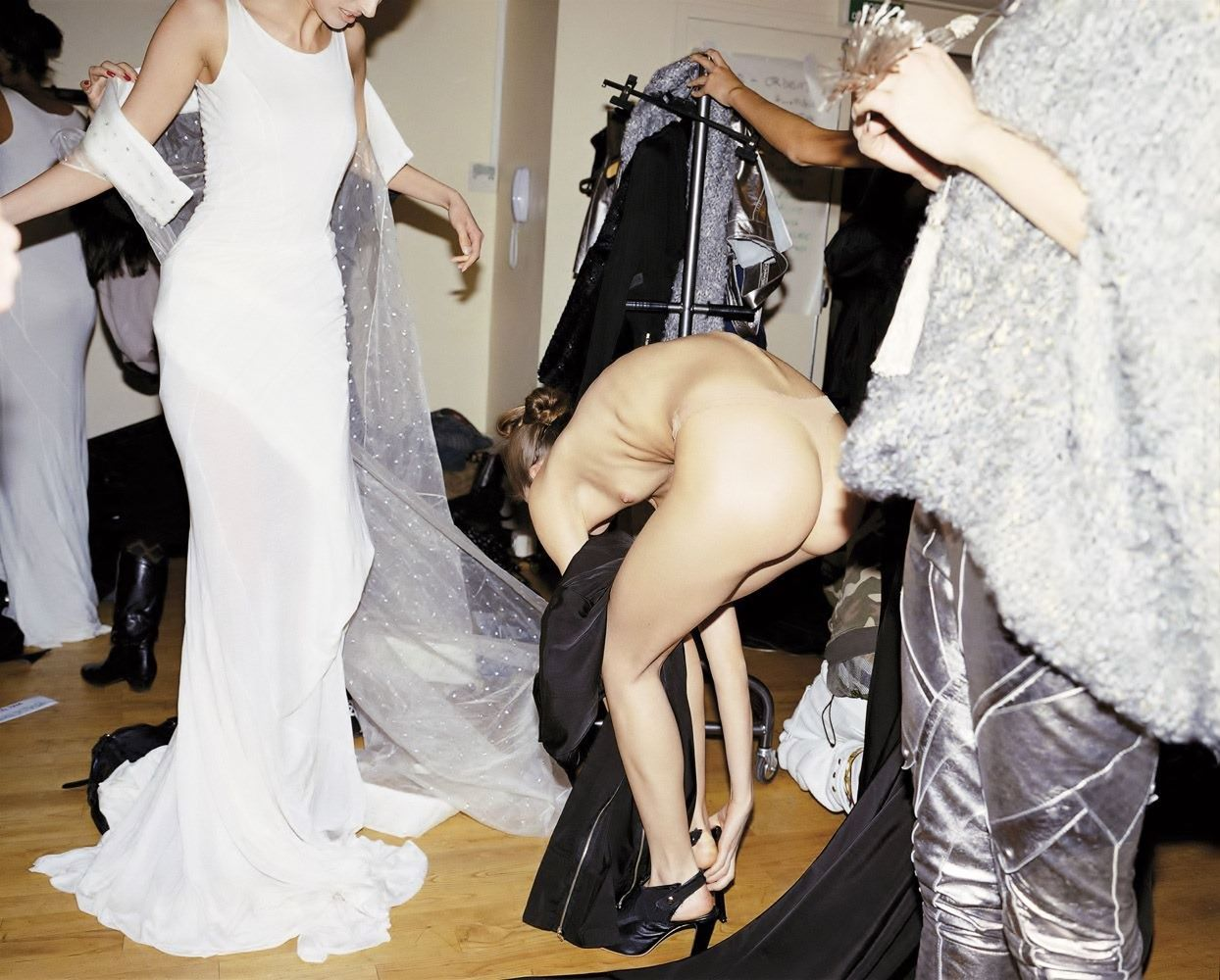 【巨乳あり】ファッションショーの裏側の様子をご覧くださいwwwwwwwwww(画像63枚)・35枚目