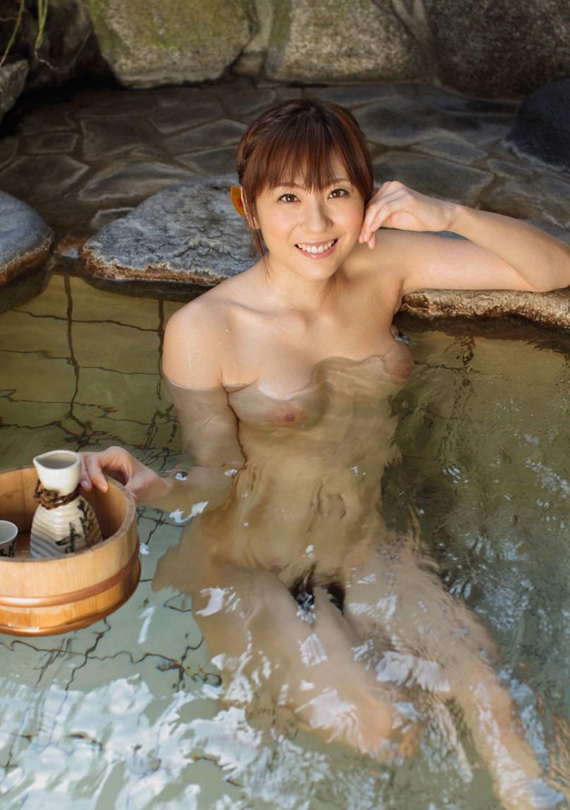 露天風呂でチクビをガチで見せてくる人妻さん激写したったwwwwwwwww(34枚)・34枚目