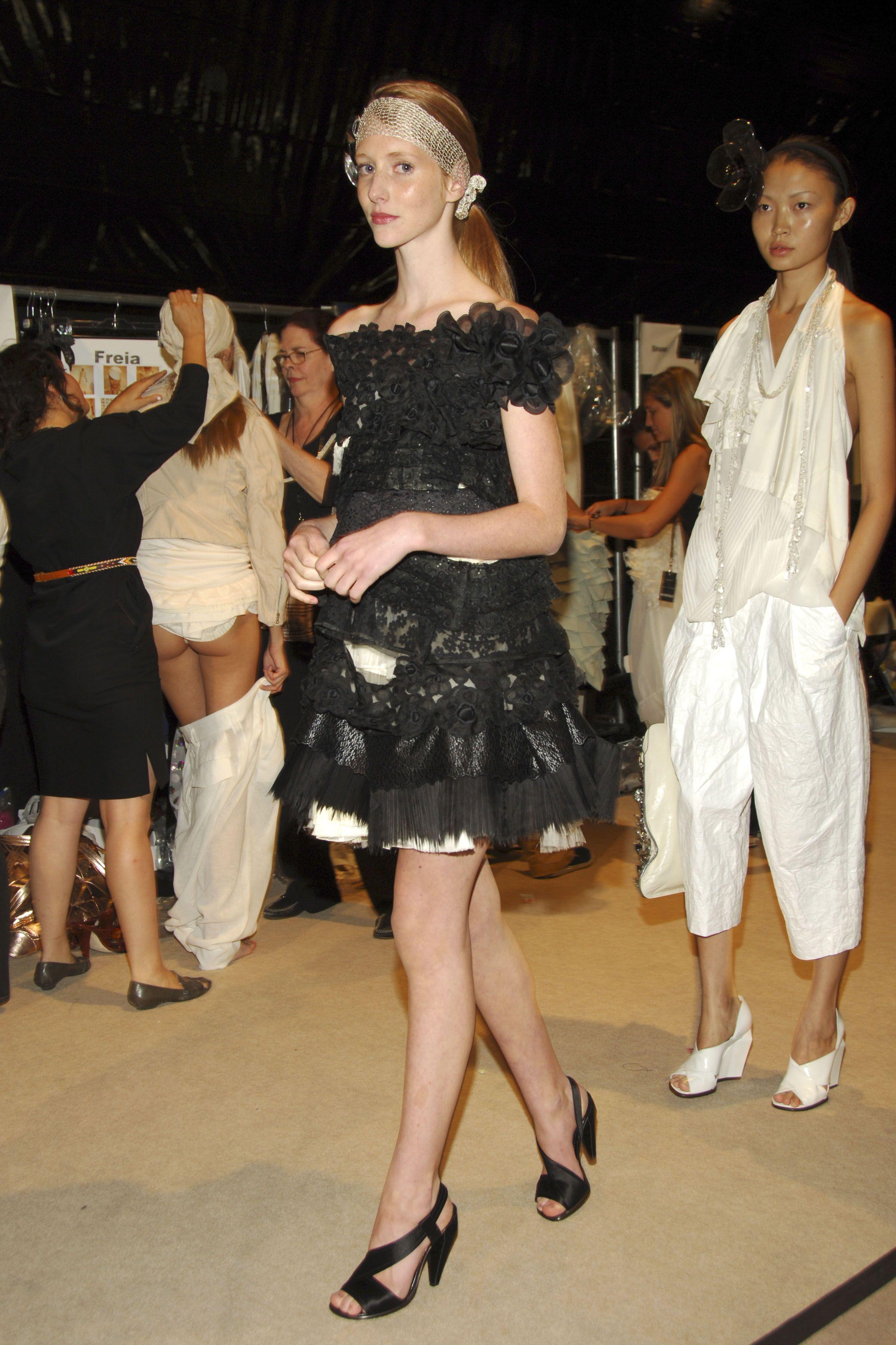 【巨乳あり】ファッションショーの裏側の様子をご覧くださいwwwwwwwwww(画像63枚)・51枚目