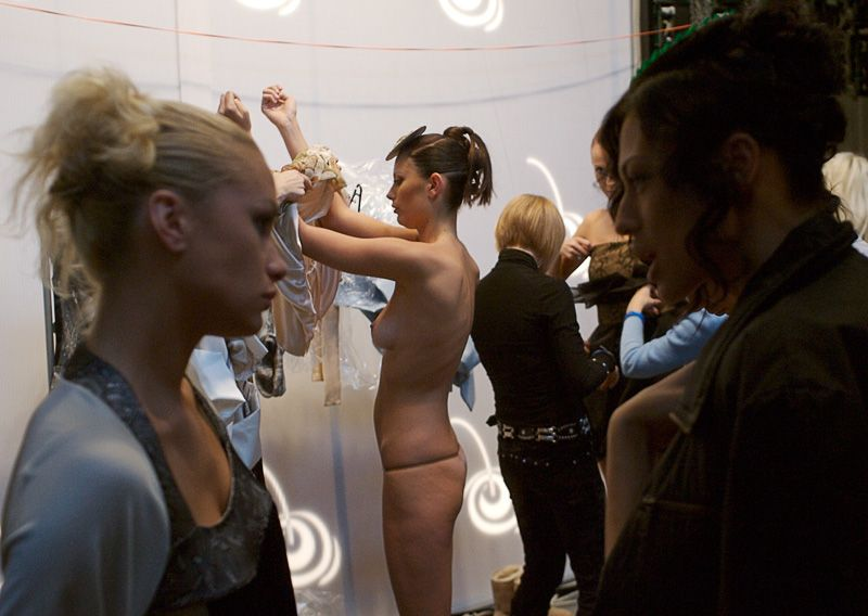 【巨乳あり】ファッションショーの裏側の様子をご覧くださいwwwwwwwwww(画像63枚)・58枚目