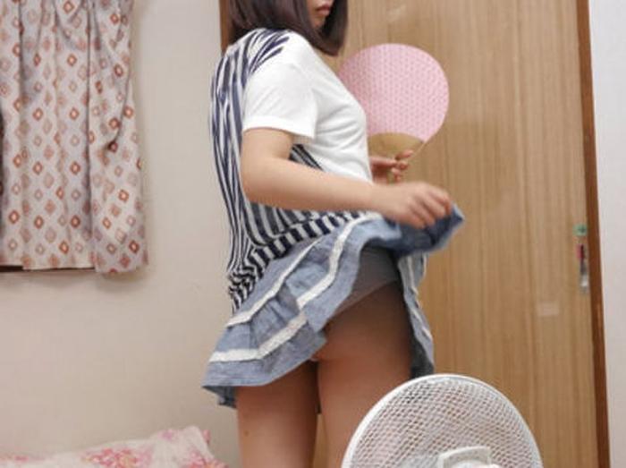 扇風機で涼んでるJKさん乳首見えてるけど、ええんかコレ・・・(画像あり)・16枚目
