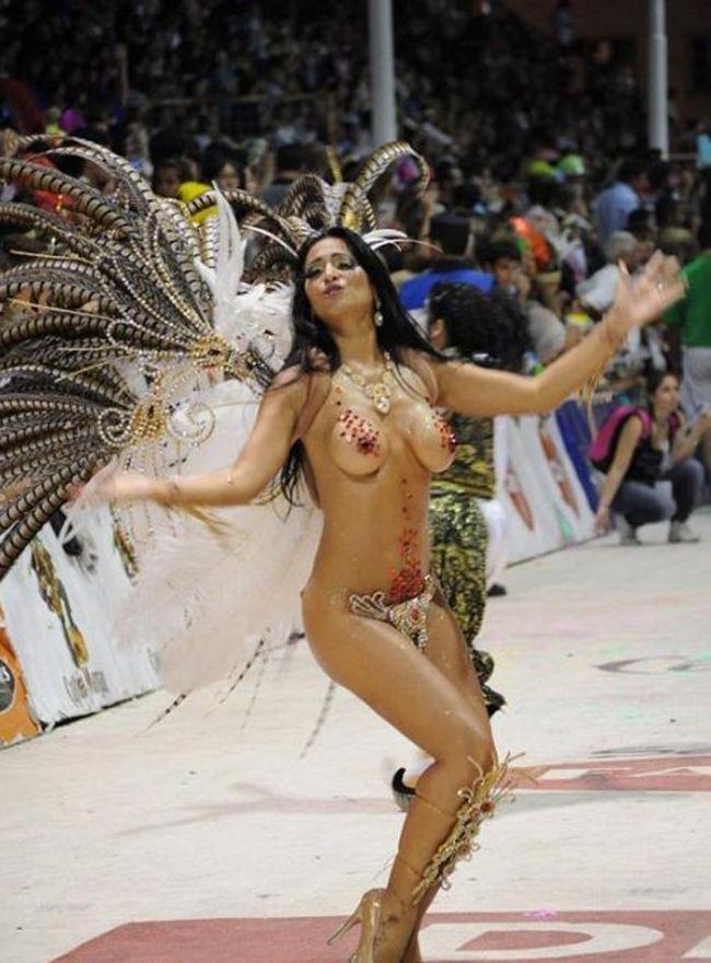 ほとんど裸踊り!過激過ぎるサンバカーニバルwwwwwwwwww 60枚・31枚目