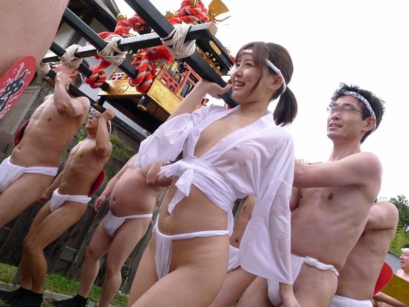 日本のふんどしお祭りがただの裸祭りだった件wwwwwww(画像34枚)・7枚目