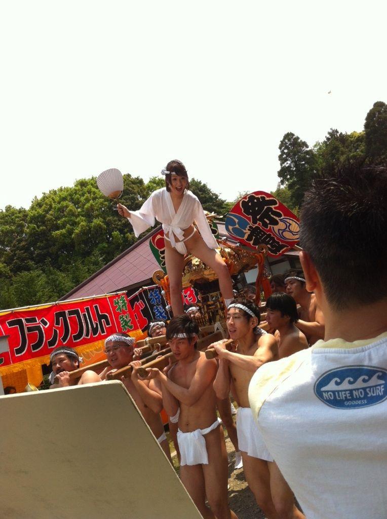 日本のふんどしお祭りがただの裸祭りだった件wwwwwww(画像34枚)・8枚目