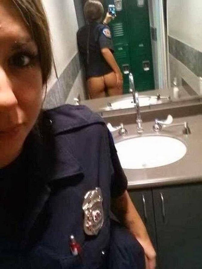 【悲報】用を足す以外で女がトイレに籠もる理由がコチラ・・・・・(画像あり)・2枚目