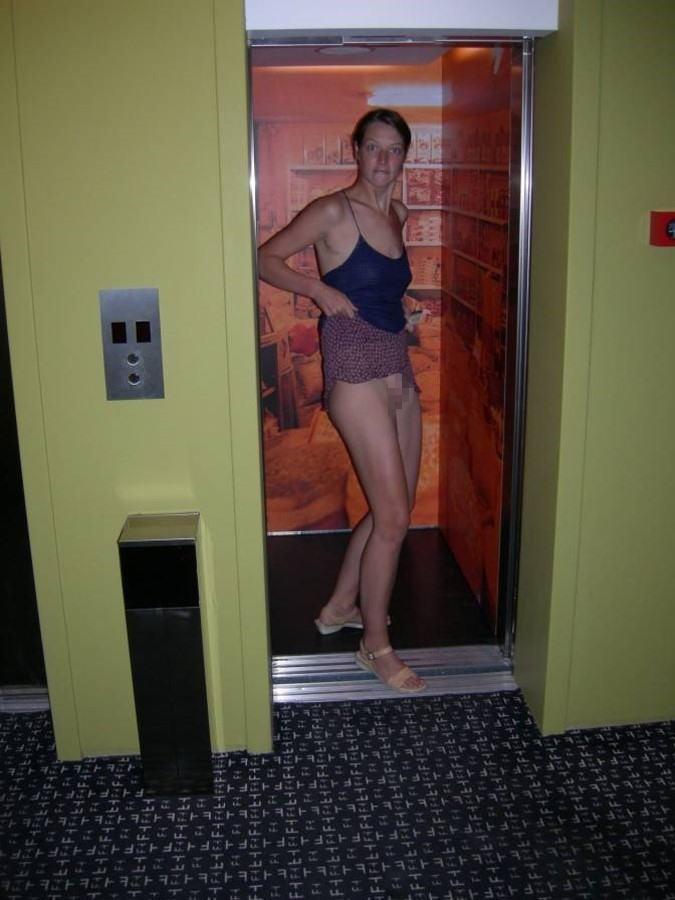 【露出狂】エレベーター開いたらこの状態だった時wwwwwww(画像32枚)・30枚目