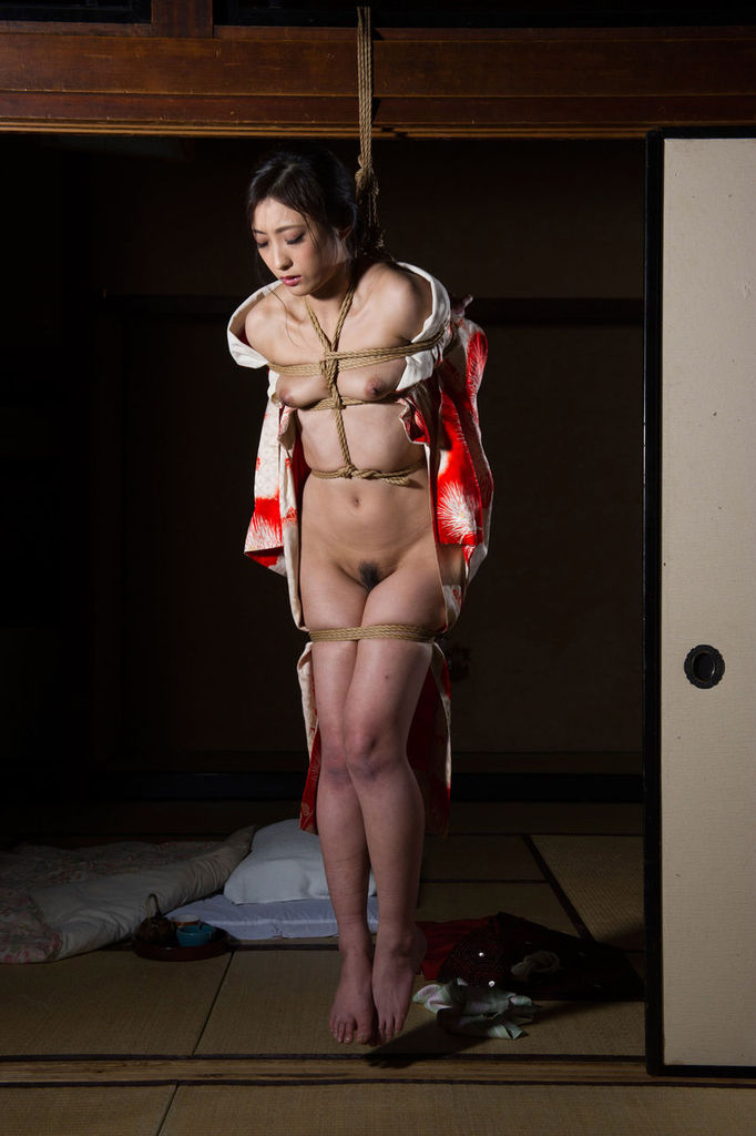緊縛された着物美女を並べて興奮するエロ画像集(23枚)・20枚目