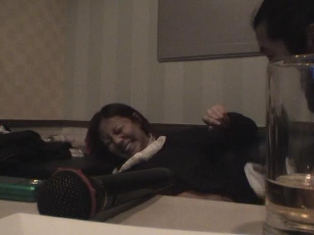 カラオケボックスで隠し撮りされた女さん、エッチな姿をネットに晒される・・・・21枚目