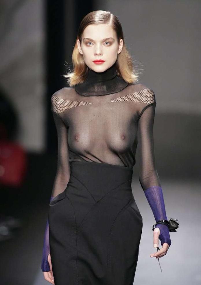 【保尊不可避】ファッションショーのモデルさん乳首ビンビンで登場wwwwwwwwww(画像あり)・29枚目