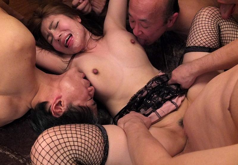 【キモメン注意】荒業を発動されたセクシー女優最後の仕事がこちら・・・(※画像あり)・7枚目