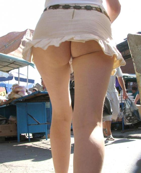 街中で隠し撮りされた女さん、Tバックかノーパンかを検証するスレwww(画像あり)・10枚目