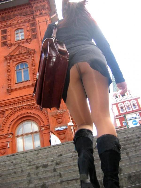 街中で隠し撮りされた女さん、Tバックかノーパンかを検証するスレwww(画像あり)・21枚目