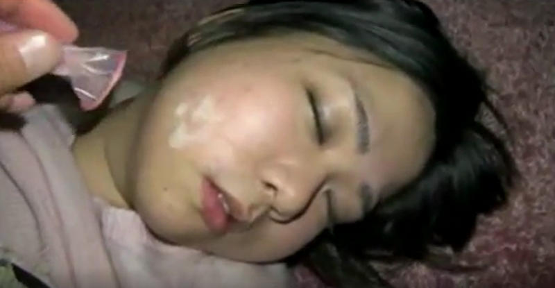 寝てる女にイタズラするの楽しすぎワロタwwwwwww(画像あり)・17枚目