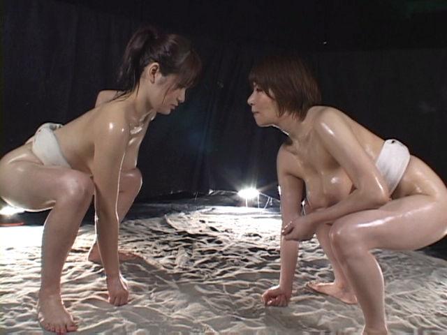 【超マニアック】女にふんどし一丁でガチンコ相撲やらせた結果wwwwwwwwwww・6枚目