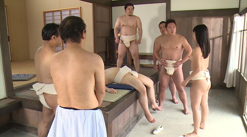 【超マニアック】女にふんどし一丁でガチンコ相撲やらせた結果wwwwwwwwwww・1枚目