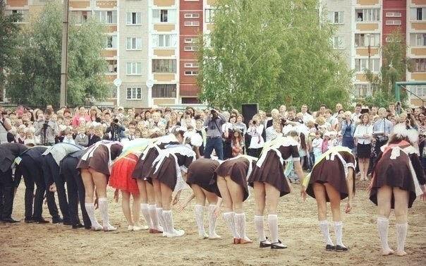 卒業式でメイド姿になるロシアの女学生がくっそエ口すぎるんだがwwwww(勃起確定)・10枚目