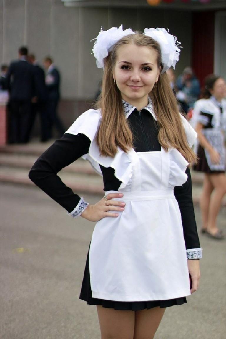 卒業式でメイド姿になるロシアの女学生がくっそエ口すぎるんだがwwwww(勃起確定)・12枚目