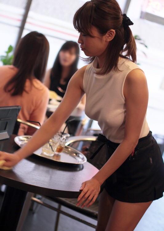 【誘惑注意】街中でノーブラ乳首ぽっちの女性って誘ってるとしか思えない件・・・・13枚目