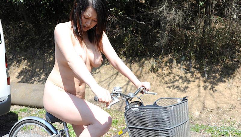【オナヌー中】自転車に跨りクネクネさせてる女・・明らかに確信犯wwwwwwww・13枚目